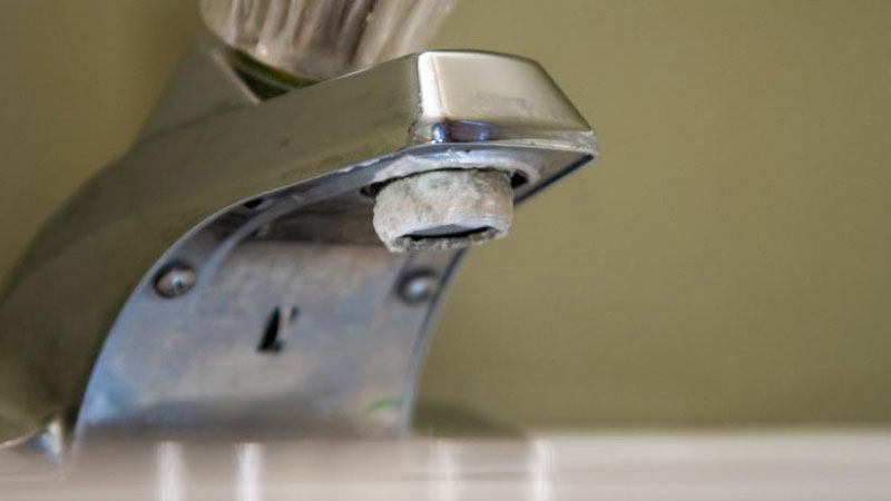How to Remove Calcium Deposits from Faucet