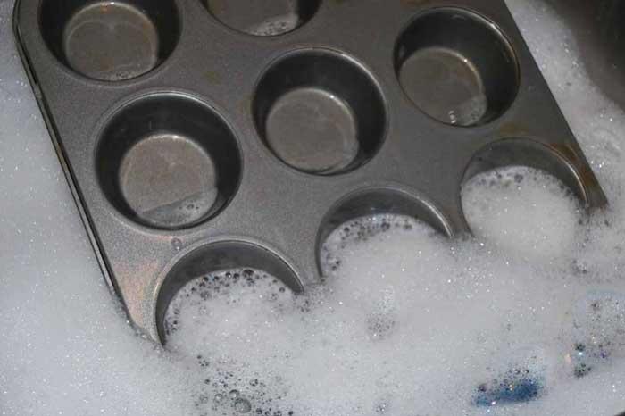 Clean a Muffin Pan